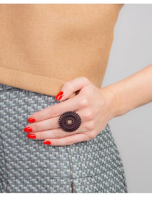 Circle Venice ring, black