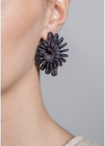 Shell earrings, black