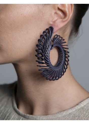 Circle Feather earrings, black