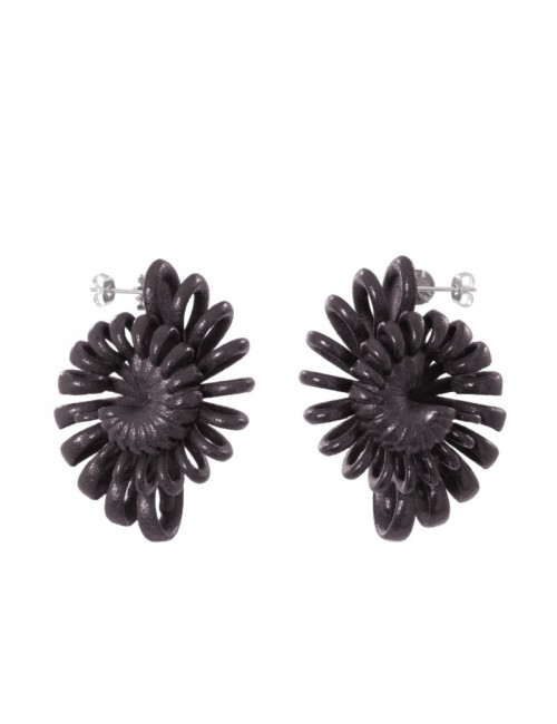 Shell earrings, black