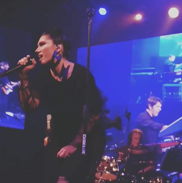 Elisa performing with Paolin fashion jewellery at Fabrique Milan on March 2018